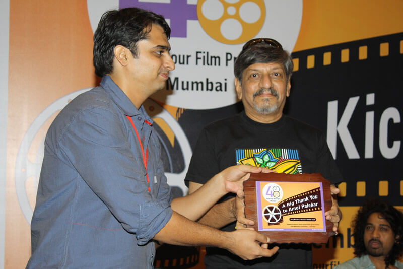 Yogi Chopra giving momento to Amol Palekar