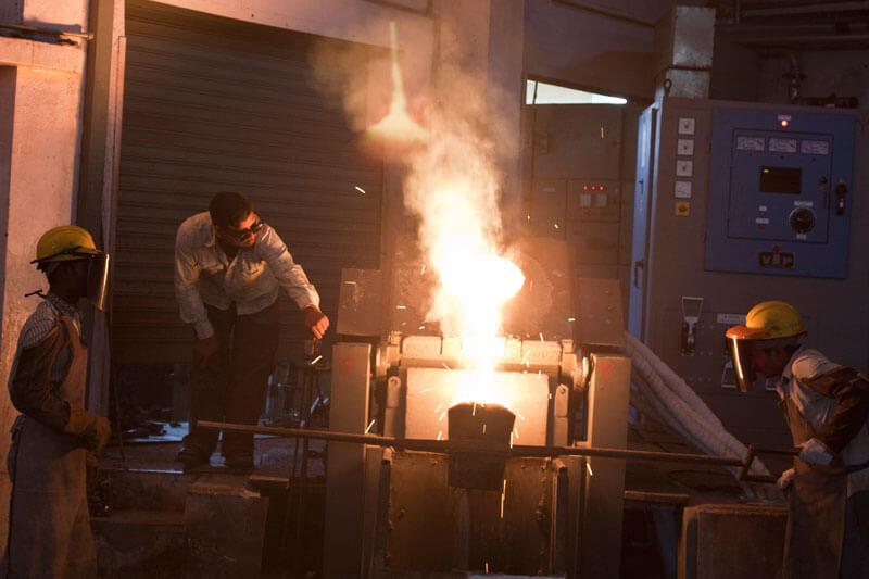Workers working in a foundry