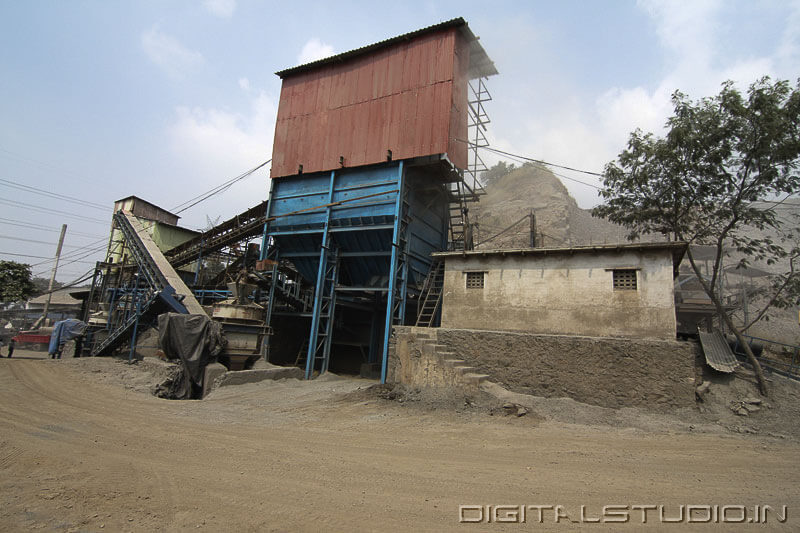 stone crushing machines in Turbhe
