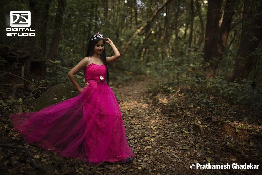Pre-wedding shoot of the bribe in jungle