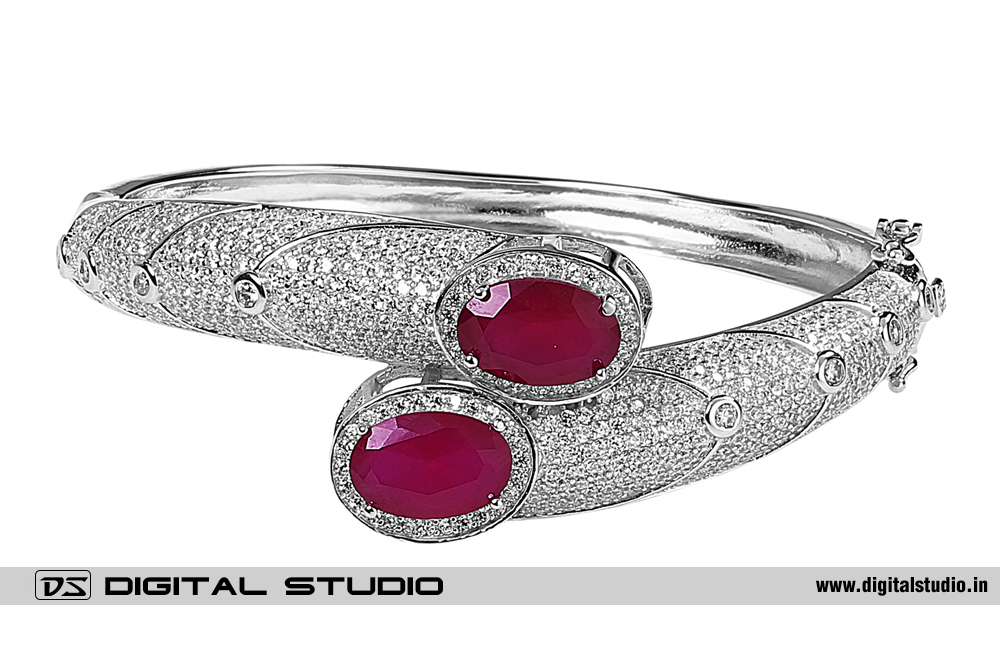 Bangle with red rubies