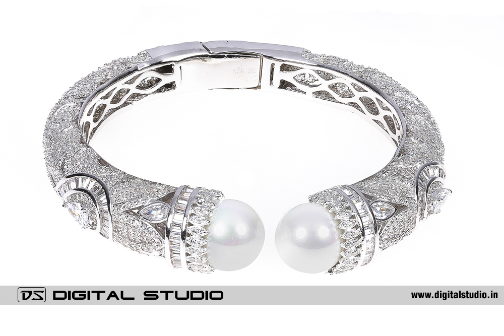Pure silver bangle with pearls