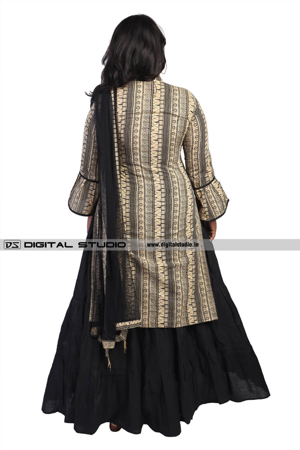Back photo of salwar kameez